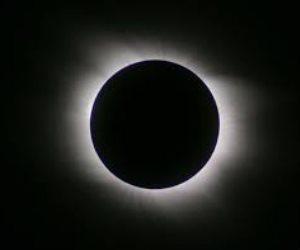 يبدأ الساعة 9 وينتهي 12.. شباب بيحب مصر  تستعرض أفضل الأماكن لمشاهدة خسوف القمر