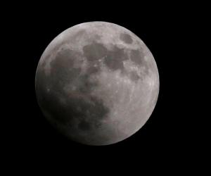 «مترو بيضحي».. بـ500 ألف دولار يمكنك شراء قطعة من القمر