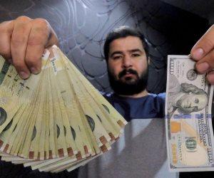 إيران تستعد لاستيراد الدولار الأمريكي وسبائك الذهب لوقف نزيف عملتها الرسمية