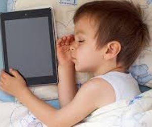 التكنولوجيا فيها سم قاتل.. تركيز أطفالك على الموبايل يعرضهم للإصابة بالاكتئاب