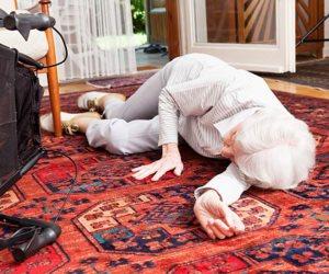 9 خطوات لحماية كبار السن من السقوط.. الاكتشاف المبكر لهشاشة العظام أهمهما