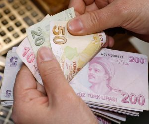 بعد انهيار الليرة التركية.. هل حان الوقت لتدفع قطر ثمن حمايتها لأردوغان؟
