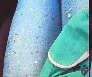 شخبط شخابيط.. كيف تغير الفتيات تصميم بنطلونها الجينز؟