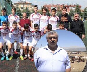 زملاء أردوغان في الملعب يذهبون للزريبة.. نادي كرة تركي يستبدل لاعبيه بماعز (فيديو)