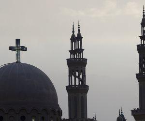 الأضحى والعذراء: حكاية قس يهنئ المسلمين.. ومحجبة تشعل شمعة لمريم (صور)