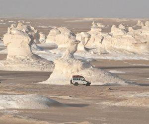 السياحة في مصر ليست أهرامات فقط.. الصحراء البيضاء تلفت أنظار السائحين