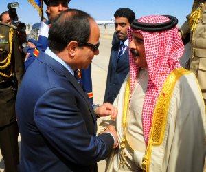 استقبال السيسي على أنغام رأفت الهجان بالبحرين.. مصادفة أم رسالة لأعداء المنطقة؟ (فيديو)