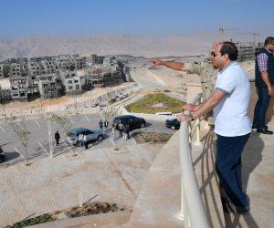 الرئيس السيسي يتفقد عدداً من المشروعات التنموية بهضبة الجلالة (صور)