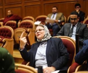 القصة وما فيها.. البرلمان يحذر الحكومة من أزمة جديدة لطلاب كليات الطب هذا العام