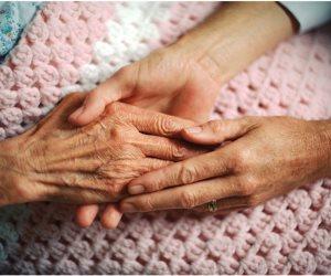 لو عاز تكسب تعاطف اللي قدامك «ابكي».. 5 فوائد للدموع تعرف عليها