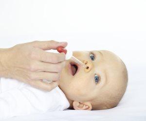 ببخاخة مياه البحر.. طريقة تنظيف أنف طفلك لحمايته من الأمراض