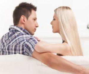 """""""تقبليها وكوني الأذكى """".. كيف تحافظين على زوجك من صديقته الودودة؟"""