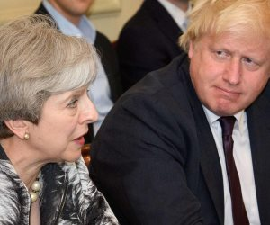 بدء المنافسة على خلافة تيريزا ماي بعد مغادرتها رئاسة وزراء بريطانيا رسميا