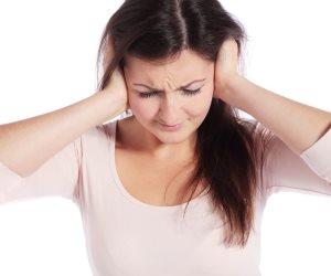 أعراض كتير بتقول انك مصاب بالتهاب الأذن.. تعرف عليها