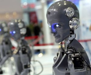 """يصبحون أسيادًا.. كيف ستندلع ثورة """"الروبوتات"""" القريبة؟"""