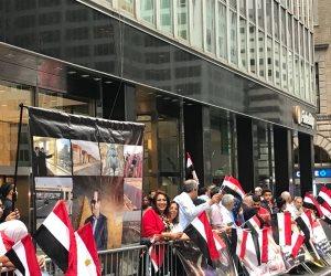 مظاهرة حب من الجالية المصرية أمام مقر إقامة السيسي في نيويورك: تحيا مصر (صور)