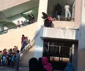 غزوة التختة الأولى.. تلاميذ يختلسون العلم من خلف القضبان (صورة)