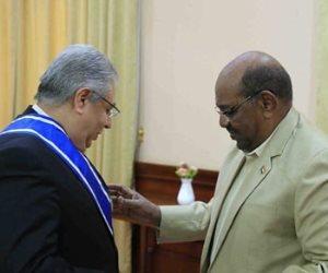 المتحدث باسم الخارجية: البشير قلد سفير مصر بالسودان وسام النيلين تقديرا لجهوده