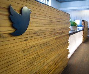 حياتك الشخصية على المشاع.. تقارير تكشف تسريب بيانات 3 ملايين مشترك على تويتر