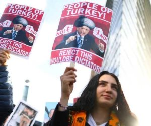 هكذا أحرجت ميركل أردوغان فى ألمانيا.. وشعبه يصفعه بمظاهرات حاشدة (صور)
