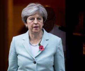 روسيا قد تكون ملجأ تيريزا ماي الأخير.. رئيسة وزراء بريطانيا تداعب «الأوروبي» بـ«موسكو»