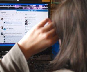 هل تفقد السيدات ثقتهمن بأنفسهن من متابعة فيسبوك؟.. دراسة جامعية تجيب