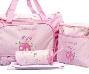 8 مستلزمات أساسية في حقيبة طفلك خلال التقلبات الجوية