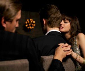 قصة منتصف الليل.. صديق يكشف خيانة زوجة صديقه بعد عام من الرذيلة