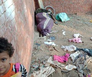 يسكنون خيمة في الشارع.. مأساة أسرة وعدهم مسئولون بشقة منذ 15 عاما (صور)