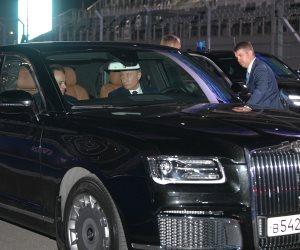 بعد انتهاء المباحثات.. السيسي يتفقد «فورمولا 1» بسيارة بوتين الجديدة (صور وفيديو)
