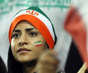 ما بين الانفتاح والإثارة.. إيران تخشى على نسائها من «ركب» اللاعبين