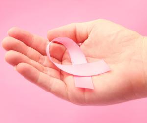 7 علامات لا تتجاهليها.. قد تكوني مصابة بـ«سرطان الثدي»