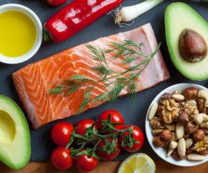 5 أطعمة ضرورية لتحسين الصحة الدماغية والتركيز في فترة الامتحانات (فيديو)