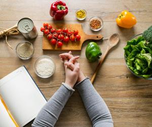 مش مهمة مستحيلة.. تعرف على أطعمة تساعدك في التخلص من الوزن الزائد
