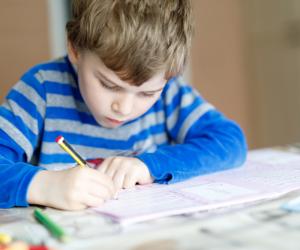 هل يعاني طفلك من الاكتئاب قبل الامتحانات؟.. 5 خطوات تمكنك من علاجه (تعرفي عليها)