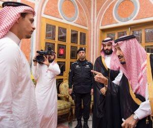 الملك سلمان وولي عهده يستقبلان أسرة جمال خاشقجي (صور)