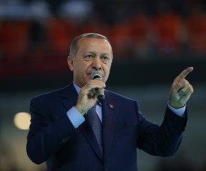 الديكتاتور أردوغان يواصل قمع معارضيه.. اعتقال 300 تركي بتهمة الانضمام لـ«جولن»