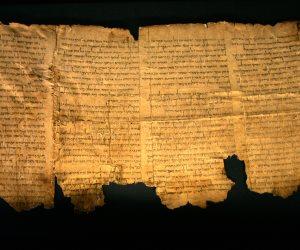 البداية كانت مع راعي الغنم.. حكاية مخطوطات البحر الميت من التأصيل إلى التزوير