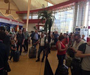 223 سائحا على متن الرحلة.. الطائرات الروسية تعود إلى مطار شرم الشيخ (صور)