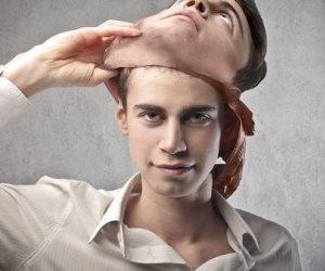 """""""ملوش رجلين"""".. كيف تعرف كذب محدثك من حركات العين والحاجب والأنف؟"""