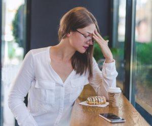 ما بين الأطعمة والنوم.. 6 وصفات سحرية لعلاج صداع العين في المنزل