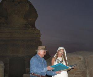 بيونسيه بزي كليوباترا.. قصة طرد زاهي حواس للمطربة الأمريكية من الأهرامات