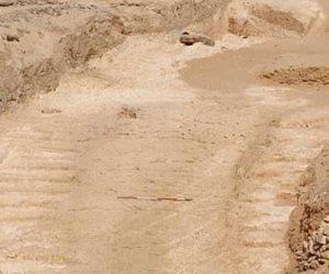 فاضل على الحلو دقة.. «بقايا منحدر» الصحراء الشرقية يحل لغز بناء الهرم الأكبر