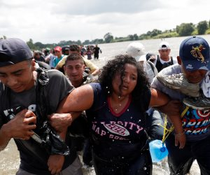 واشنطن تستعد بنشر 5200 جندي.. قافلة المهاجرين تواصل زحفها نحو الحدود الأمريكية