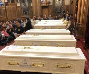 في كنيسة الأمير تادرس بالمنيا.. إقامة صلوات الجنازة على شهداء طريق دير الأنبا صموئيل
