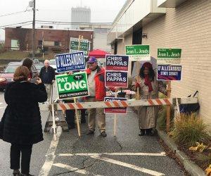 إقبال من الناخبين الأمريكيين.. وتعطل أحدى ماكينات التصويت بولاية نيوهامشير