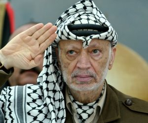 ياسر عرفات لا يموت في ذاكرة الفلسطينيين: من فرط ما ناوش الموت ونجا