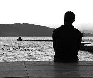 أهم شيء ابتعدي عن الجلوس في المنزل.. كيف تتخلص من مشاعر الوحدة القاتلة؟