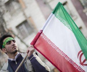 العقوبات الأمريكية ليست كافية بعد: إيران تواصل ضخ النفط في «جيوب المرتزقة»