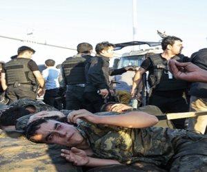 ديكتاتور تركيا يثأر من البدلة العسكرية.. أردوغان يزف جنوده إلى السجون